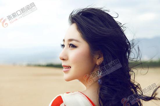 年轻歌手郭津彤。