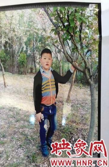 王新红的儿子在世前的照片,走丢前一月拍摄(家属提供)