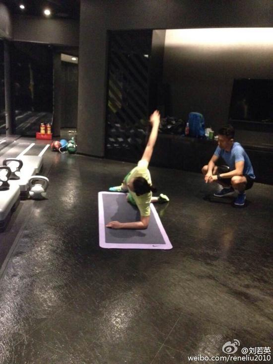 刘若英练瑜伽