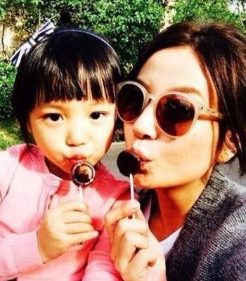 赵薇与女儿小四月