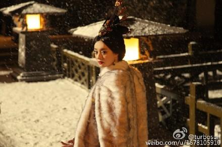 孙俪发布芈月传剧照,娘娘表示,自己跟剧组商量好,剧中只穿人造皮草。