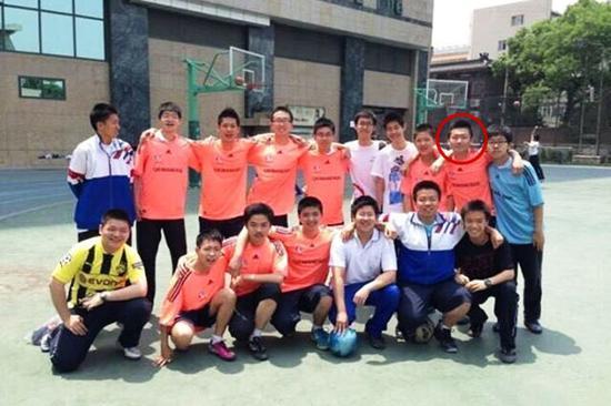 白清扬是校足球队的队长