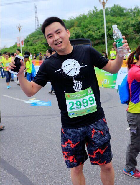 新浪湖北总经理陈雷先生特意参赛,助力武汉首个半程马拉松。