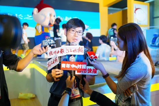 阿U幼教机器人,阿U童鞋全新发布。阿U品牌创始人马舒建接受访问。