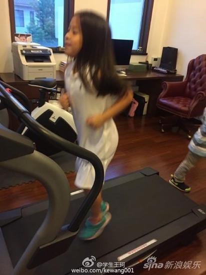 劉濤下令老公減肥 女兒搶跑步機變女漢子