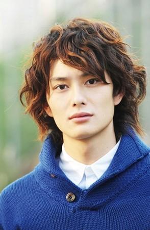 冈田将生拥有精致美型外貌。