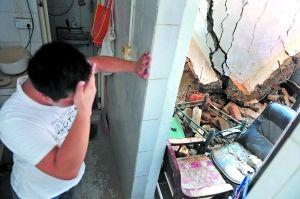 廖先生回家后看到房子的二楼已被拆成废墟。信息时报记者 朱元斌 摄