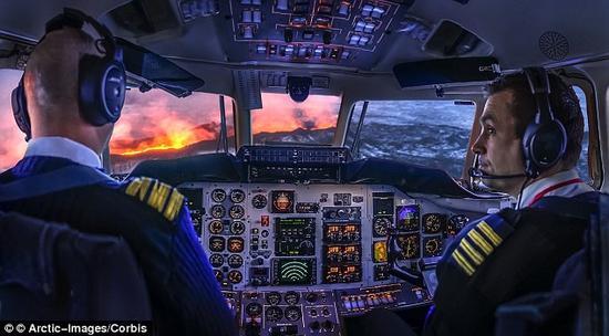 机长戴夫·托马斯回答了一系列常见的、有关飞行安全的问题