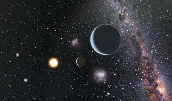 艺术示意图:从近距离恒星HD 7924与围绕它运行的系外行星系统眺望太阳系方向,从这里可以可以看到太阳是一颗相当明亮的恒星。由于恒星HD 7924出位于北方天空,因此一名站在HD 7924周围行星上的观测者会看到南天的一些天体,如南十字星和大小麦哲伦星云都位于非常靠近太阳的位置上