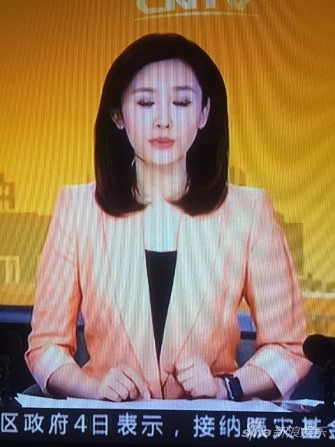 央视主播戴苹果手表出镜