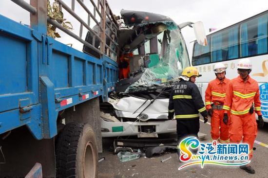 事故现场。(三亚新闻网记者邓 松摄)