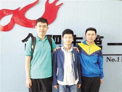从左到右分别为陶润洲、董梓琪、束欣凯