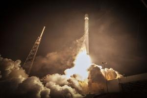 SpaceX成功发射Dragon 2宇宙飞船 测试逃生系统