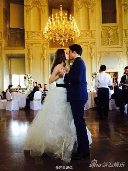欧弟和老婆浪漫接吻