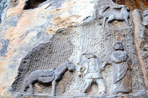 唐三藏、八戒、白龙马石刻造像