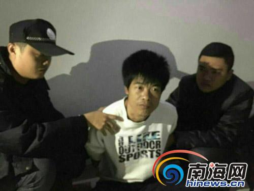 民警现场抓捕赵某明。