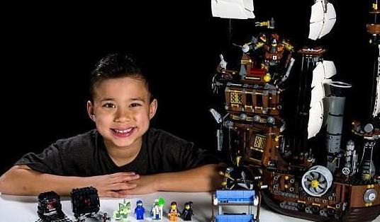 埃文学会利用自己的爱好在网上赚钱。他在视频网站YouTube上开设了自己的玩具频道EvanTubeHD,将自己打造成一名年收入超过100万美元的网络企业家。