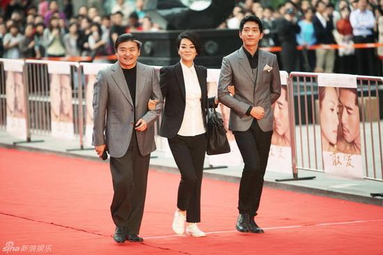 2011年,毛阿敏、刘欢、井柏然走《独爱》北京首映仪式