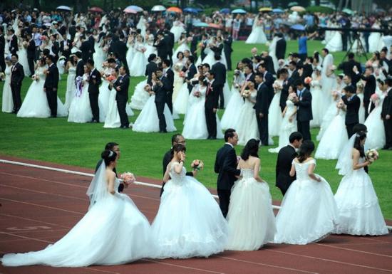 360对新人母亲节回浙大举行集体婚礼