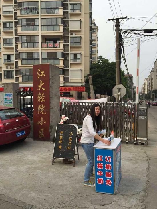 小区门口设摊影响交通安全 北塘城管第一时间协调处理