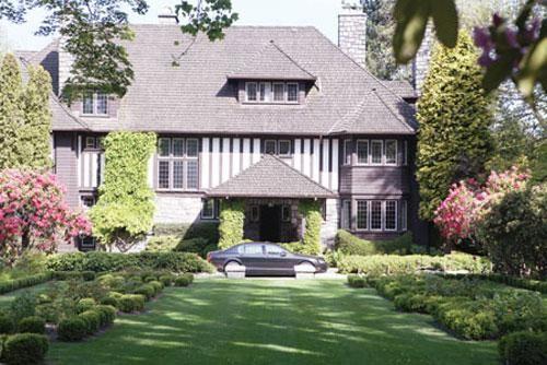 苑刚名下的温市桑拿斯区甲级历史豪宅正门