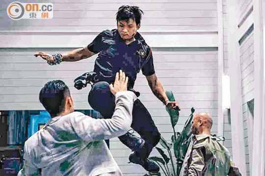 Tony Jaa在《杀破狼2》中大展技艺