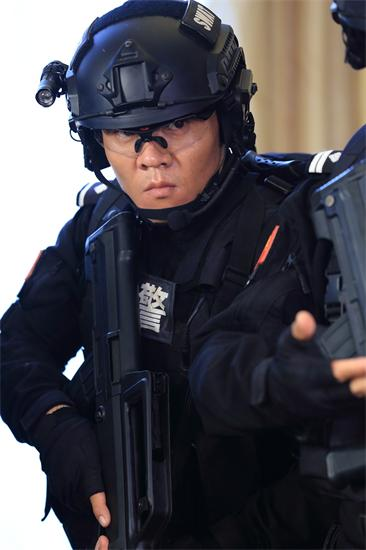 姜艺声《特警力量》剧照