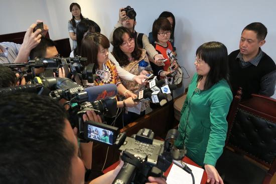 周岩母亲在接受媒体采访