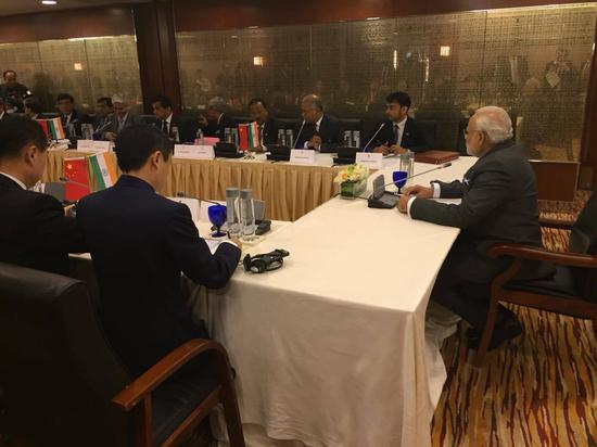 25人中国企业家圆桌会现场