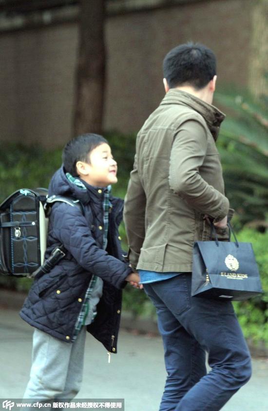 马景涛助理接大儿子放学