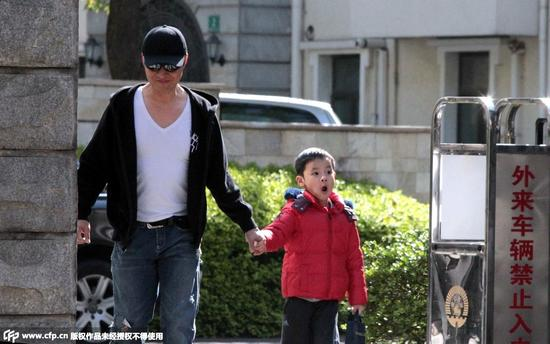 2015年4月马景涛从旧宅开车过来送小儿子上学