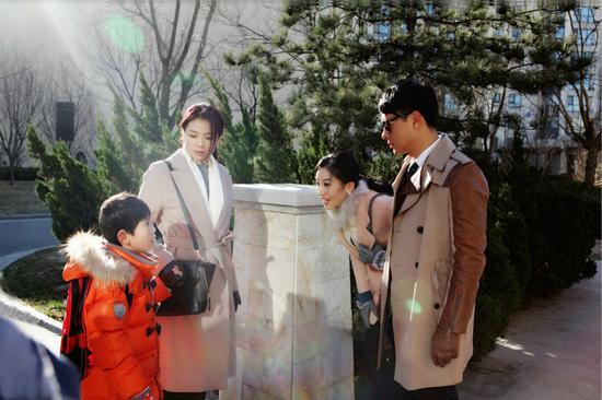 前夫约请刘涛与儿子搬入其家
