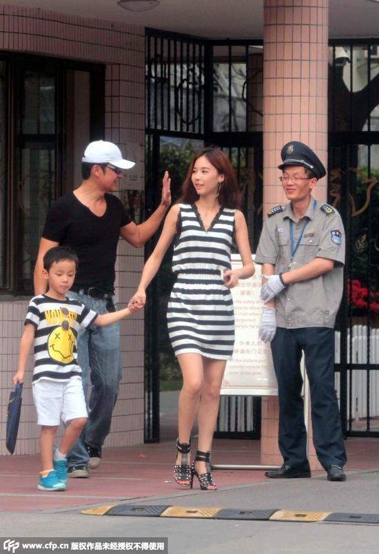 2014年9月1日马景涛夫妇一起接小儿子放学