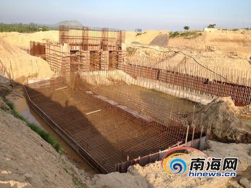 塘柳塘防洪闸停工两月。南国都市报记者王洪旭摄