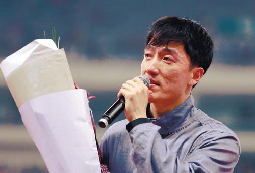 刘翔哽咽告别。