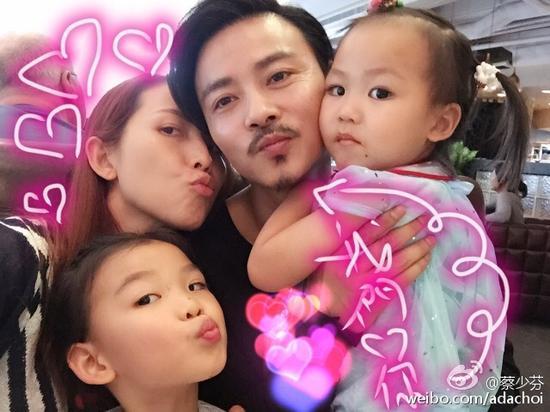 蔡少芬张晋和两个女儿