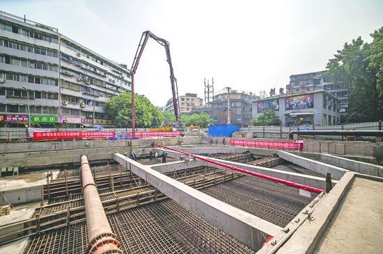 成都地铁7号线花照壁站主体结构顺利完成封顶 图片由成都地铁建设分公司提供