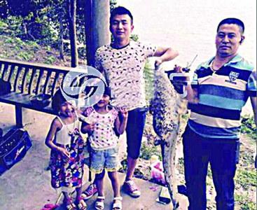 钓友钓到的大鲶鱼