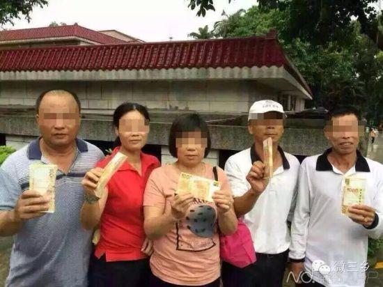 这五名球童分获10万港币大红包。