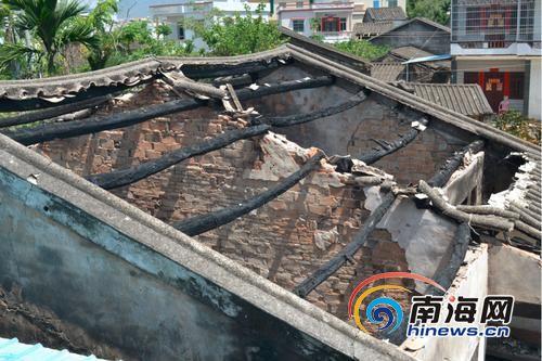 起火的老宅。南国都市报记者贺立樊摄
