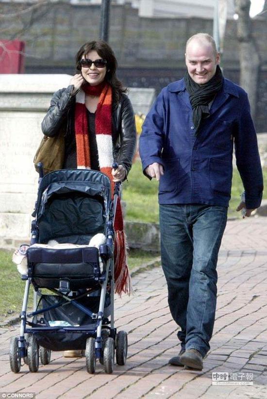 朱莉格雷厄姆的艺人丈夫Joseph Bennett,两周前被发觉吊死在伦敦里士曼公园中