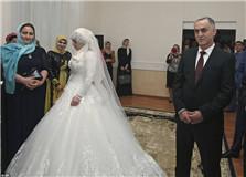 车臣47岁已婚军阀逼婚17岁少女