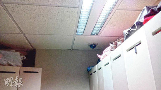 """希慎广场DFS""""T广场""""的职员发现女更衣室内设有3个闭路电视镜头,影像连接到非隶属于DFS的保安室,指女职员更衣长期被人观看。"""