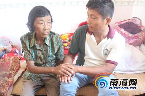 母子俩同患尿毒症,双方互相鼓励。南国都市报记者王渝摄