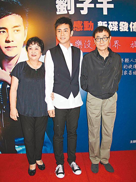 刘家昌和甄珍在过来20多年外表仍保持伉俪形象,乃至在儿子刘子千出碟时,一起站台。 材料图像