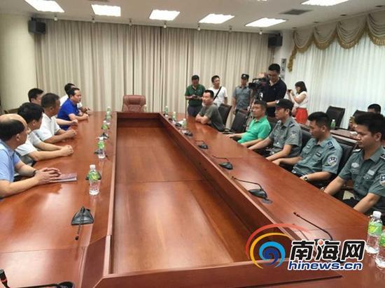 龙华区政府召开新闻通气会(南海网记者 马伟元 摄)