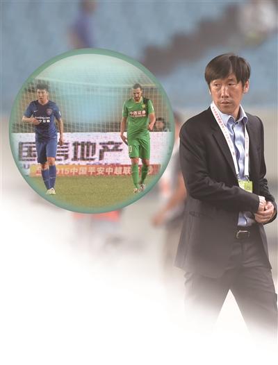 舜天主帅高洪波对比赛结果表示遗憾。新华报业视觉中心 吴俊 摄