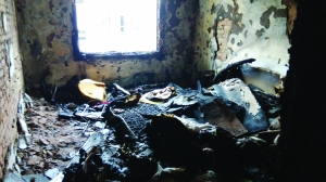 南侧的卧室被烧空