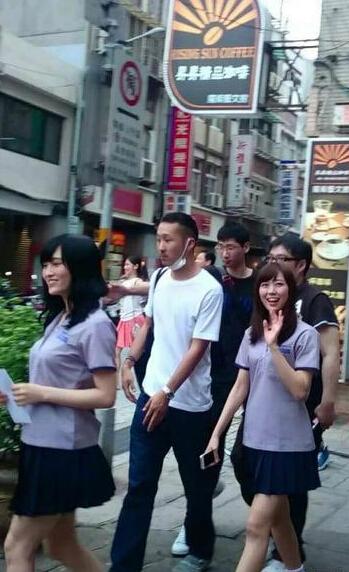 NMB48成员渡边美优纪(右)、山本彩(左)