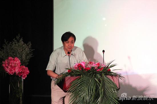 首都电影院总经理邓永宏先生致开幕词